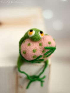 Needle Felt Frog Little Needle Felt Green by FeltArtByMariana