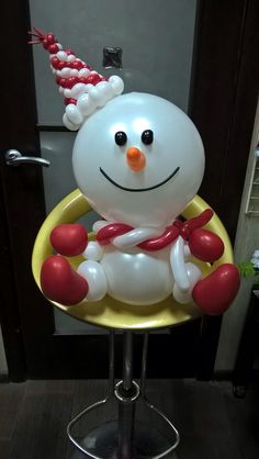 This snowman is too cute! Look how he's sitting there, with a happy smile on his face. Hope he won't melt any time soon. ☃