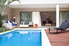 Veja como as casas com piscina podem ser valorizadas com uma decoração adequada e arquitetura feita com planejamento por profissionais.