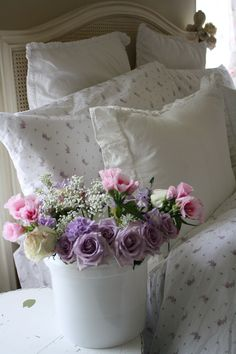 Rachel's SSC Lilac sheet set and lavender roses with lisianthus.