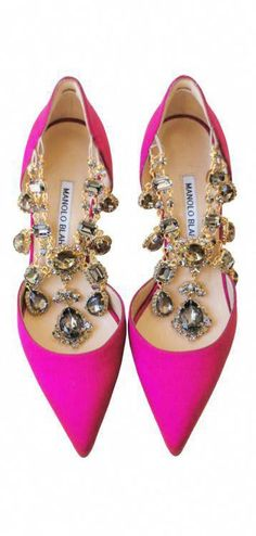 7b78366f6d6e8 Manolo blahnik Heels · Bejeweled Pumps. This is so, sooo adorable I want to  keep it next to