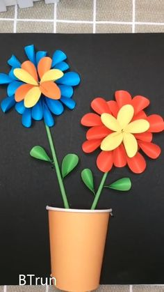 Study this simple DIY video to make stunning pretty summer paper flowers for home decor.Fun piece to make with kids as well. Paper Flowers Craft, Paper Crafts Origami, Paper Crafts For Kids, Flower Crafts, Preschool Crafts, Diy Flowers, Halloween Crafts For Kids, Halloween Snacks, Origami Flowers