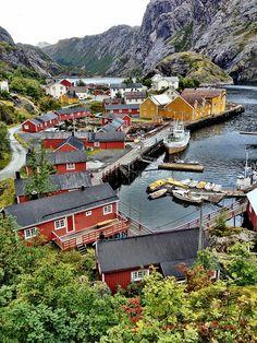 Remoto pueblo de Nusfjord, Islas Lofoten / Noruega