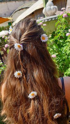 🌿 Se vuoi saperne di più seguici su Instagram o visita il nostro shop Etsy. 🌺🧙🏻♀️ Headdress, Faeries, Hair Pins, Hair Accessories, Dreadlocks, Fantasy, Spring, Hair Styles, Flowers