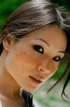 Le lentiggini di Lucy Liu