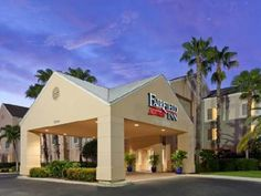 Fort Myers (FL) Fairfield Inn & Suites by Marriott Fort Myers Medical District United States, North America Set in a prime location of Fort Myers (FL), Fairfield Inn by Marriott Fort Myers puts everything the city has to offer just outside your doorstep. Featuring a complete list of amenities, guests will find their stay at the property a comfortable one. All the necessary facilities, including free Wi-Fi in all rooms, 24-hour front desk, facilities for disabled guests, expres...