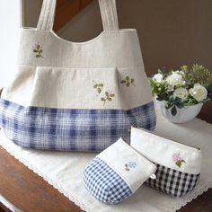 明日は〜「ものづくりART town」に出展します。 場所:京都市役所前広場、日時:2015年 3月1日(日)10:00~16:00 (入場無料、雨天決行) *私のブース番号は27番です Fabric Handbags, Fabric Purses, Fabric Bags, My Bags, Purses And Bags, Creative Bag, Japanese Bag, Bag Patterns To Sew, Quilted Bag