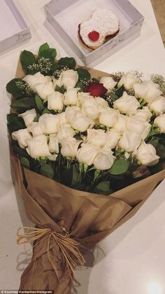 Meanwhile: Kourtney Kardashian showed off her beautiful bouquet of white roses Flowers Nature, Fresh Flowers, Beautiful Flowers, White Roses, Red Roses, Valentines Day Dinner, Luxury Flowers, Photos Tumblr, Flower Aesthetic
