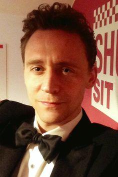 Flaunt: THE SELFIE ISSUE. Follow his orders, actor Tom Hiddleston. #theselfieissue. Original photo: http://theselfieissue.com/post/96184813172/follow-his-orders-actor-tom-hiddleston