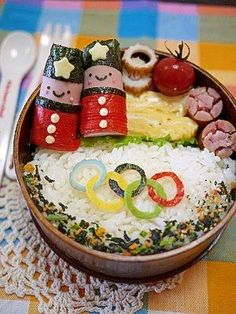 This is such an adorable bento box. Makes me want to start making bento boxes for myself. Japanese Food Art, Japanese Lunch Box, Japanese Culture, Cute Bento Boxes, Bento Box Lunch, Cute Food, Good Food, Bento Recipes, Bento Ideas