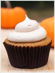 pumpkin cupcakes with cinnamon cream cheese frosting! And so many other yummy looking cupcakes! Köstliche Desserts, Delicious Desserts, Yummy Food, Tasty, Delicious Cupcakes, Cupcake Recipes, Cupcake Cakes, Dessert Recipes, Cinnamon Cream Cheese Frosting