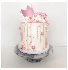 Girly Birthday Cakes, Birthday Drip Cake, Girls First Birthday Cake, Girly Cakes, Birthday Cakes For Women, Birthday Cake Decorating, Birthday Present Cake, Disney Princess Birthday Cakes, 26th Birthday
