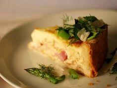 Tyler's Deep-Dish Ham Quiche With Herb and Asparagus Salad. Tyler adds a Southern twist to classic quiche with Vidalia onions and smoky ham. He tops the rich quiche with an herb and asparagus salad to add color and freshness. Best Breakfast Recipes, Brunch Recipes, Breakfast Ideas, Breakfast Fruit, Breakfast Quiche, Dinner Recipes, Deep Dish, Tyler Florence, Florence Food
