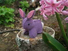 Adorable bunnies.  http://purplepetunialife.blogspot.com/2011/04/felt-bunny-tutorial.html
