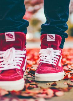 Vans Reissue - Tibetan Red/Marshmallow (by. – Vans Reissue - Tibetan Red/Marshmallow (by supremelotus) Sock Shoes, Me Too Shoes, Nike Shoes, Vans Sneakers, High Top Sneakers, Converse, Vans Outfit, Skateboard, Sport