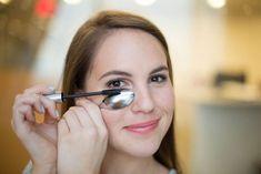 How to Apply Mascara without Traces #MascaraTricks Mascara Tips, How To Apply Mascara, Applying Mascara, Eyeliner Tutorial, Beauty Hacks Lips, Beauty Tricks, Beauty Ideas, Beauty Hacks You Need To Know, Diy Beauty Tutorials