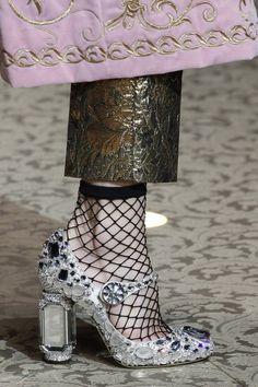 f9c143b1 Dolce & Gabbana Fall 2018 Ready-to-Wear Fashion Show Details Modne Buty,