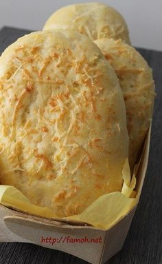 This cheese bread is simply delicious, mellow and very easy to make; for that I used my Famohpaste baker with grated cheese! Cooking Chef, Cooking Recipes, Cheese Bread, Food Inspiration, Love Food, Food Porn, Food And Drink, Yummy Food, Favorite Recipes