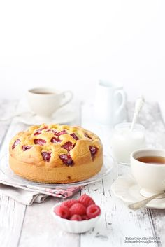 ... yogurt cake with raspberries ...