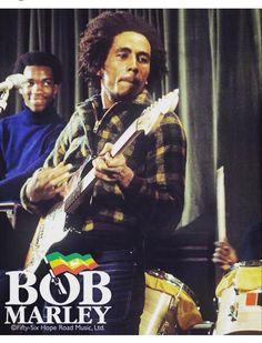 m — enlarged image - Wiyah, Bob, Carly - Enjoy Edition. Fotos Do Bob Marley, Reggae Bob Marley, Bob Marley Pictures, Marley Family, Peter Tosh, Beautiful Women Quotes, Robert Nesta, Nesta Marley, Jamaican Music