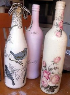 Resultado de imagem para how to fabric decoupage wine bottle Glass Bottle Crafts, Wine Bottle Art, Painted Wine Bottles, Diy Bottle, Beer Bottle, Wine Bottles Decor, Wine Bottle Decorations, Twine Bottles, Box Decorations