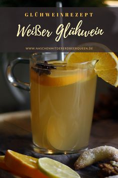 Weißer Glühwein Rezept mit Weißwein und Apfelsaft White mulled wine: recipe for homemade mulled wine like at the Christmas market. Make white mulled wine yourself. Homemade Mulled Wine, Mulled White Wine, White Cranberry Juice, Gin Tonic, Winter Cocktails, Winter Dinner Recipes, Christmas Drinks, Smoothie Drinks, Smoothies
