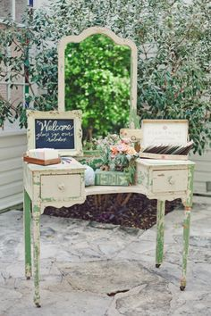 Vintage Wedding Ideas- Furniture, the right vintage furniture is essential Diy Wedding Cake, Wedding Cake Designs, Rustic Wedding, Wedding Decorations, Chic Wedding, Vintage Theme, Vintage Party, Vintage Ideas, Vintage Decor