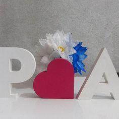 Iniciais P❤A em MDF. Lindos para usar em festa de #Casamento, chá de bebê, Noivado e também ótimo para compor ensaios fotográficos.  #AtelierOliveart #lovedecor #casandoempe #noiva #letrasmdf #nomesdecor #Homedecor #amomuitotudoisso #PA
