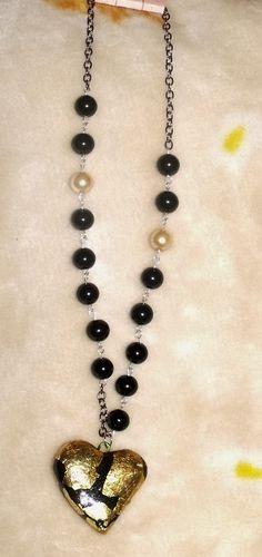 4a2372f24a62 collar de perlas negras con corazón de cerámica