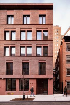 11-19 Jane Street | David Chipperfield Architects Greenwich Village, New York Townhouse, Beam Structure, David Chipperfield Architects, Architects London, Street Pictures, Concrete Facade, Brick Architecture, Contemporary Architecture