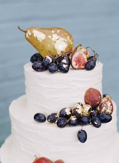 Figs, grapes, and a gorgeous golden pear topped the minimal tiers of this vanilla cake.