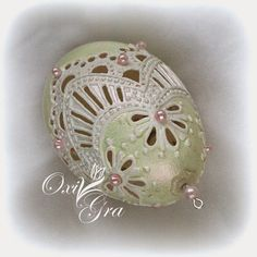 OxiGra: Pisanki ażurkowe Egg Crafts, Easter Crafts, Fabrege Eggs, Types Of Eggs, Egg Shell Art, Carved Eggs, Easter Egg Designs, Egg Art, Egg Decorating
