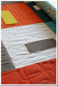 Love the simplicity of this midcentury modern free motion quilting