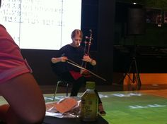 The dilight talk with Prof.Hilary Vanessa Finchum Sung in July 23rd. She played the HAEGUM which is a Korean instrument.
