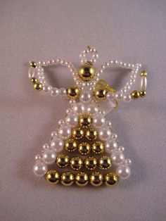 Beebeecraft Tutorials on how to make a bracelet with blue crystalbeads and pearlbeads. Beaded Christmas Decorations, Christmas Angel Ornaments, Beaded Ornaments, Angel Crafts, Christmas Crafts, Beaded Jewelry Patterns, Beading Patterns, Beaded Angels, Motifs Perler