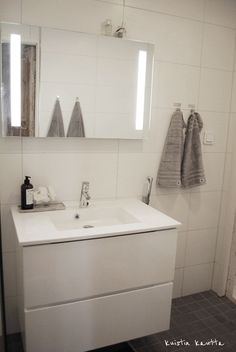 Interior And Exterior, Interior Design, Bathroom Toilets, Home Spa, Mid Century Modern Furniture, Scandinavian Style, My Dream Home, Double Vanity, Interior Inspiration