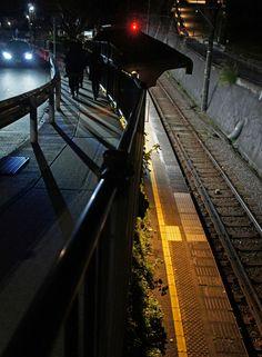 夜散歩のススメ「江ノ電極楽寺駅のホーム」 神奈川県鎌倉市
