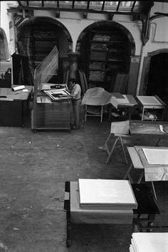 Il laboratorio negli anni '70 #lab #workshop #print #serigraphy #venice #art Venice, Lab, Workshop, Chair, Furniture, Home Decor, Art, Recliner, Atelier