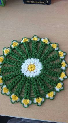 This Pin was discovered by Ayt Crochet Potholder Patterns, Crochet Mandala Pattern, Knitting Patterns, Crochet Sweater Design, Crochet Designs, Quick Crochet, Crochet Home, Crochet Flower Tutorial, Crochet Flowers