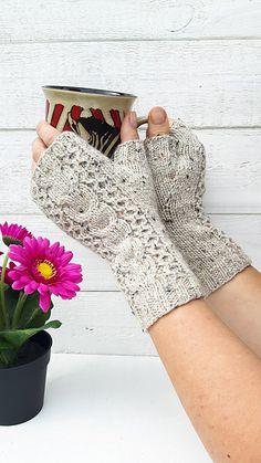 Ravelry: Pika gloves pattern by Kristina Tyla