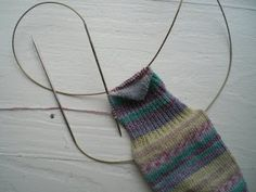 Magic loop tutorial for the heel of a sock (just in case I forget) – Knitting Socks Magic Loop Knitting, Knitting Help, Knitting Videos, Lace Knitting, Knitting Socks, Knitting Stitches, Knitting Projects, Knit Crochet, Knit Socks