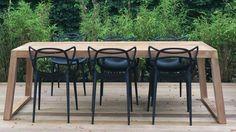 De SIL tuintafel uit de Royal Design collectie is hier gecombineerd met de Kartell Masters stoel. Wat een geweldig e combinatie...