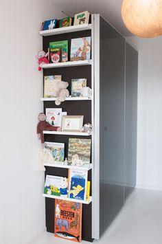 Leuk voor aan de zijkant van onze kledingkast op de slaapkamer, fotolijsten met foto's en teksten. Na dat de kast of geschilderd is of behangen.. kan nog niet kiezen en vriendlief ook niet