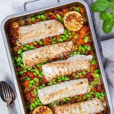 Köp hem fem - laga god mat med få ingredienser | MatHem Poke Bowl, Halloumi, Palak Paneer, Garam Masala, Zucchini, Healthy Recipes, Healthy Food, Lime, Food And Drink