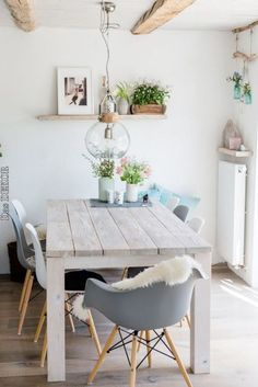 dining room 360358407684429136 - Esszimmer mit offenen Balken Source by wohnkla. - dining room 360358407684429136 – Esszimmer mit offenen Balken Source by wohnklamotte - Country Dining Rooms, Elegant Dining Room, Dining Room Design, Küchen Design, Interior Design, Home Design, Home Decor Kitchen, Home Decor Accessories, Sweet Home