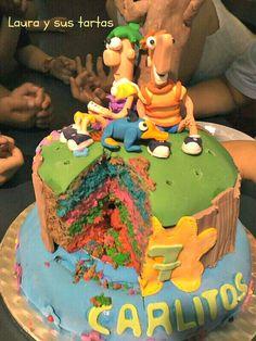 Detalle del corte del piso superior. Tarta Phineas y Ferb. 17 mayo 2012.