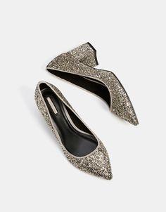 Bershka España - Zapato tacón medio brillo punta