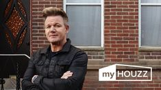 Kitchen cabinet color - My Houzz: Gordon Ramsay's Surprise Renovation Gordon Ramsay House, Chef Gordon Ramsay, Office Decorating Themes, Decorating Tips, Decor Ideas, Interior Design Help, Interior Ideas, Office Artwork, Interior Design Kitchen