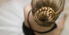 Brushing, permanente et autres coiffures ultra sophistiquées qui prennent des…