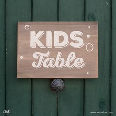 """Kids table"" . Tablet 24x34, complemento de mesa color madera con serigrafía en blanco.       https://instagram.com/woowlow/  #Design #Rustic #Handmade #Signane #Weedingideas #Handpainted #Wooden #Wood #Events #Boda #Seatingplan #InspirationDeco"